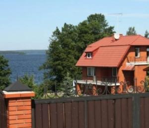 Den beskedne start i Sølyst ApS  (Foto fra www.jespergormsen.dk).