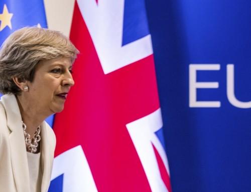 Svækket May-regering famler sig frem før forhandlinger med EU